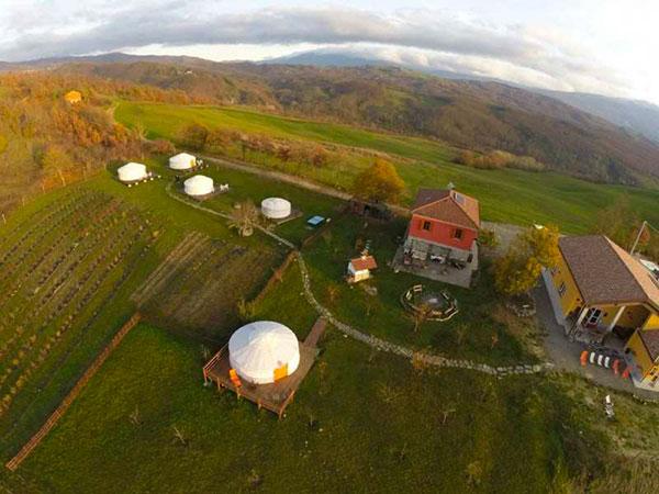 Yurta camp in provincia di Parma