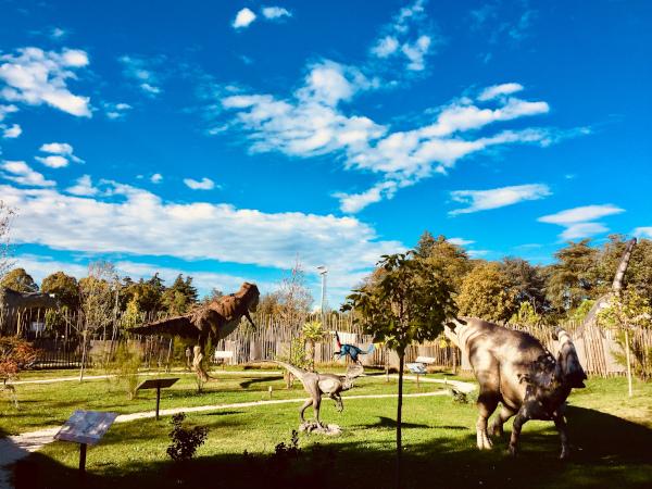 parco dei dinosauri con riproduzioni a grandezza naturale