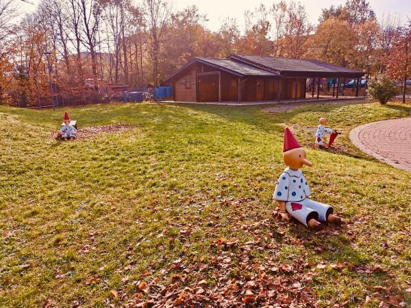 statue pinocchi nel parco
