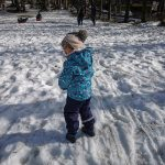 bimba sulla neve